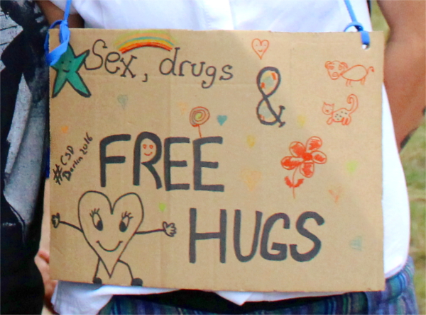 CSD Parade Lesben kennenlernen, free hugs, lesbisch, Rainbowfeelings, lesbisch lieben